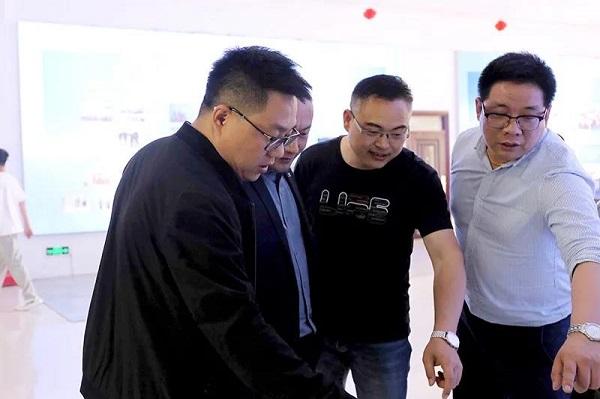 郑州北方学校赵校长亲切接见了熊先生一行