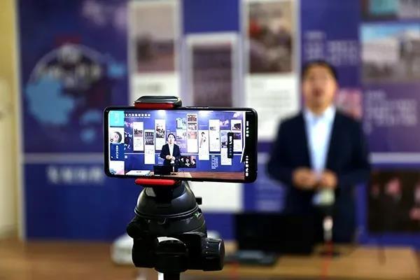 【停课不停学】郑州北方学校线上直播课有序进行中!